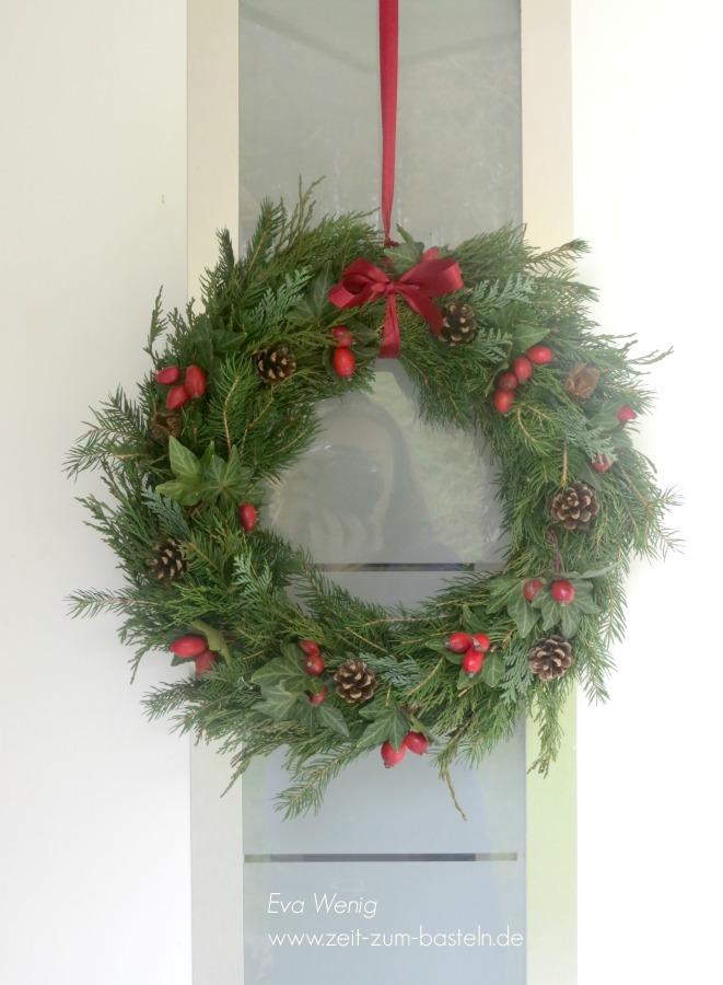weihnachtlicher-tuerkranz-1