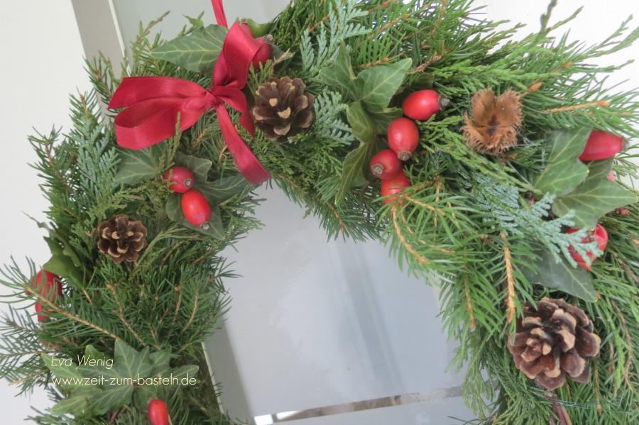 weihnachtlicher-tuerkranz-2