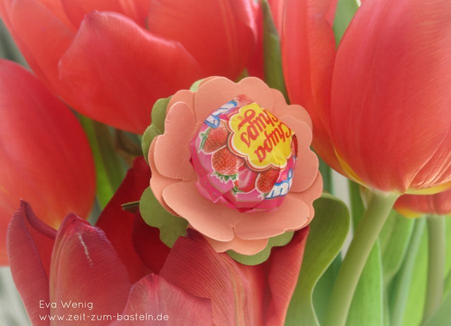 Blumenlutscher mit der Stanze Stiefmütterchen, passt zum Blumenstrauss