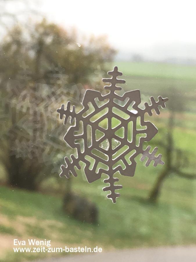 Fensterdeko mit Schneeflocken aus 'Aus jeder Jahreszeit' Stampin Up - www.zeit-zum-basteln.de