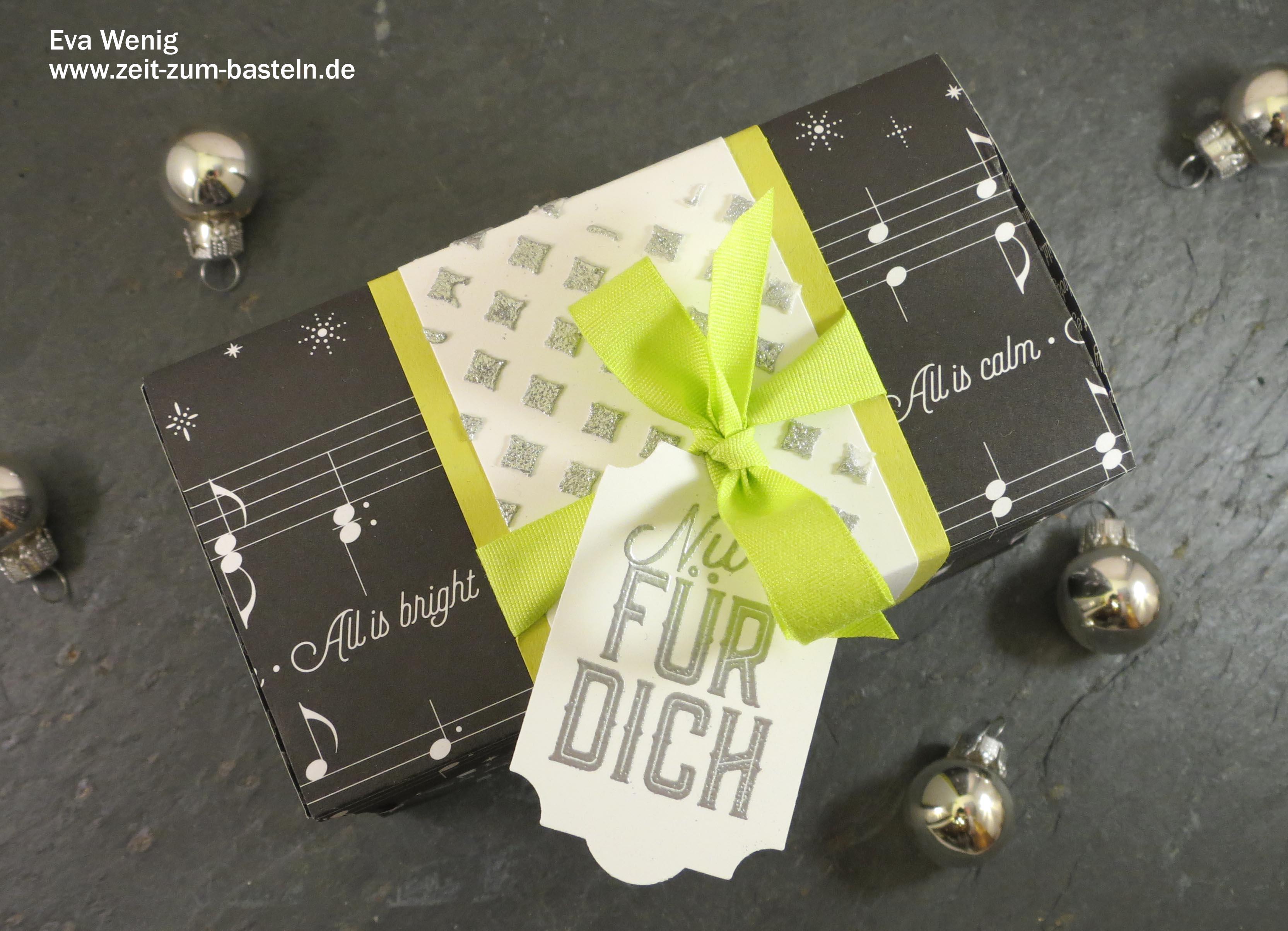 Weihnachtliche Box mit Strukturpaste und Embossingpulver - Stampin Up (Weihnachtliche Etiketten) - www.zeit-zum-basteln.de