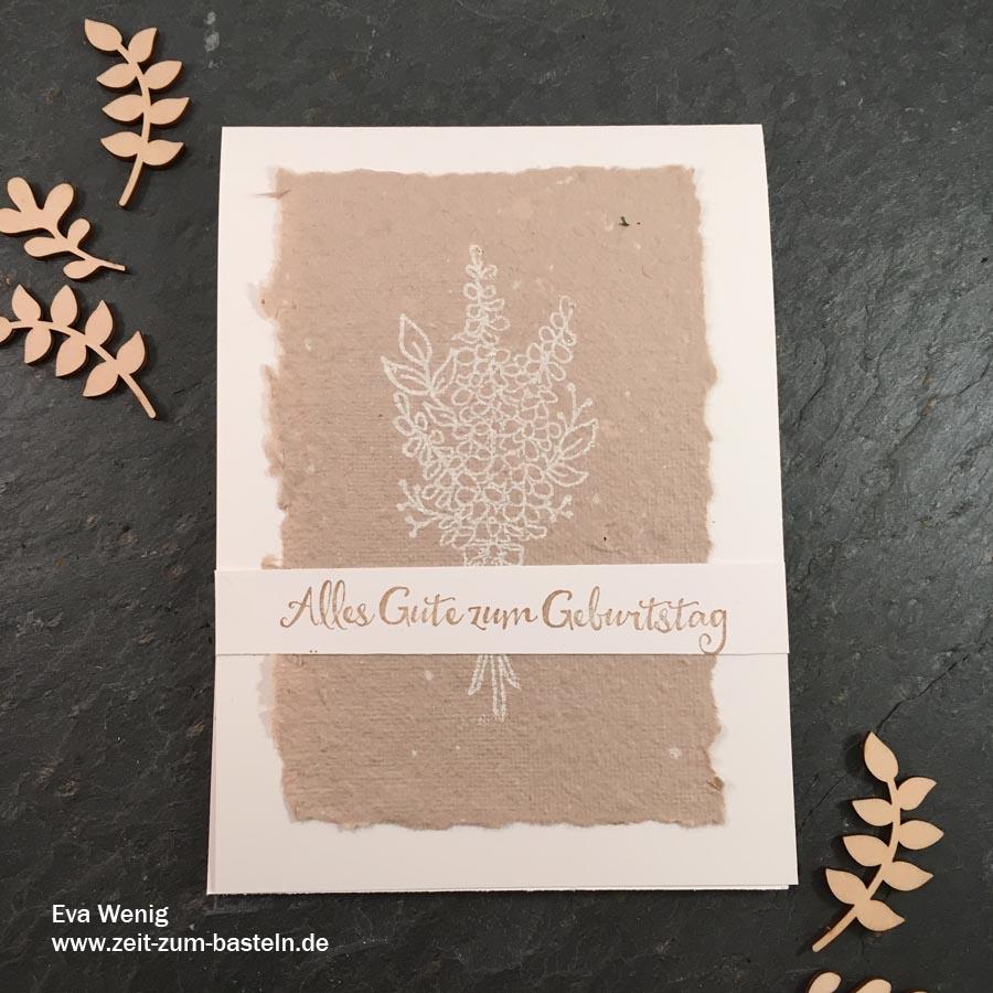 Karte mit handgschöpften Papier in Stampin Up Farben und dem Set Lots of Lavender - Die Anleitung findest Du hier! - www.zeit-zum-basteln.de
