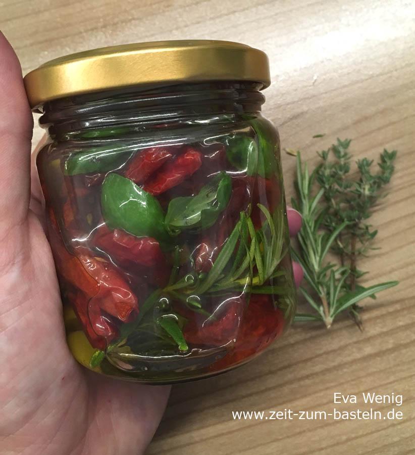 Eingelegte getrocknete Tomaten in Öl, Knoblauch und Kräutern - www.zeit-zum-basteln.de