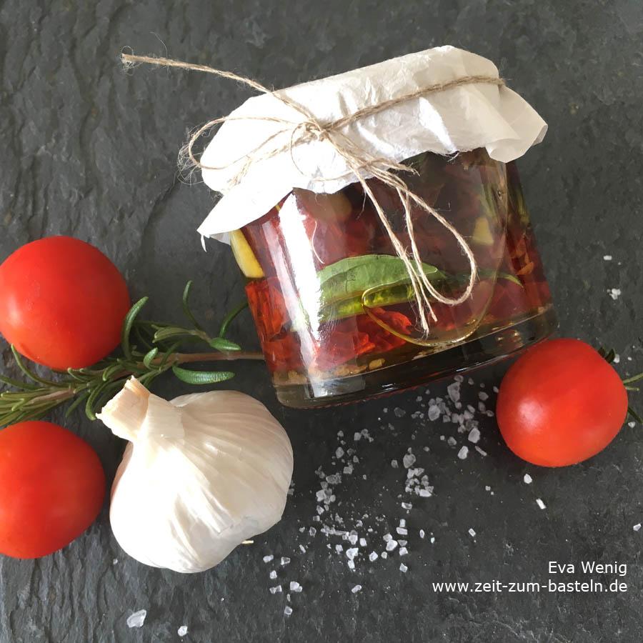 Dörren: Eingelegte getrocknete Tomaten in Öl, Knoblauch und Kräutern - www.zeit-zum-basteln.de