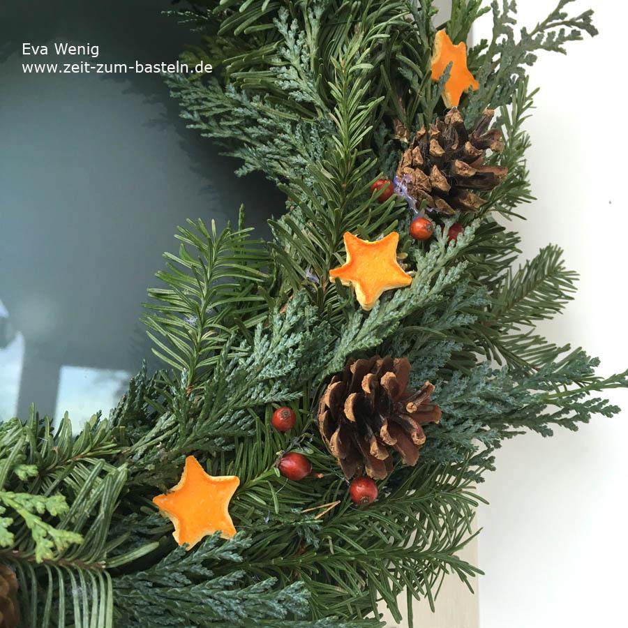 Mein Türkranz Nr. 2, diesmal mit gedörrten Orangenschalen-Sternen! - www.zeit-zum-basteln.de