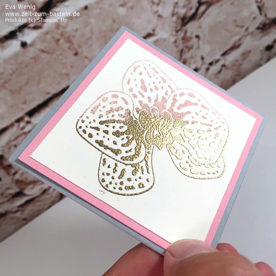 Eine schöne Technik - halb gestempelt, halb gold geembosst, ist die Orchidee auf meinem Kärtchen  - Stampin Up - www.zeit-zum-basteln.de